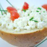トマトとチーズの料理レシピ!じゃがいもや玉ねぎを加えておいしく!