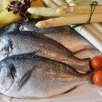 トマトを使った魚の煮込みレシピ!簡単で人気な料理は何?
