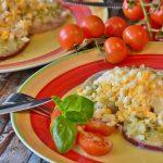 トマトの人気サラダのレシピ!酢や玉ねぎやにんにくを使って美味しく!
