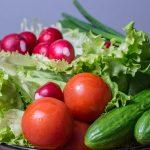 トマトときゅうりを使った簡単おいしいサラダのレシピ!