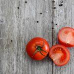 トマトの種が出ない綺麗な切り方!サラダにも最適!