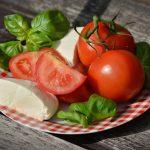 トマトとチーズを使ったレシピ!焼きや冷製が人気!レンジで簡単に!